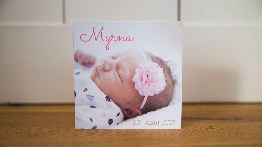 Geboortekaartje uniek ontwerp met newborn shoot