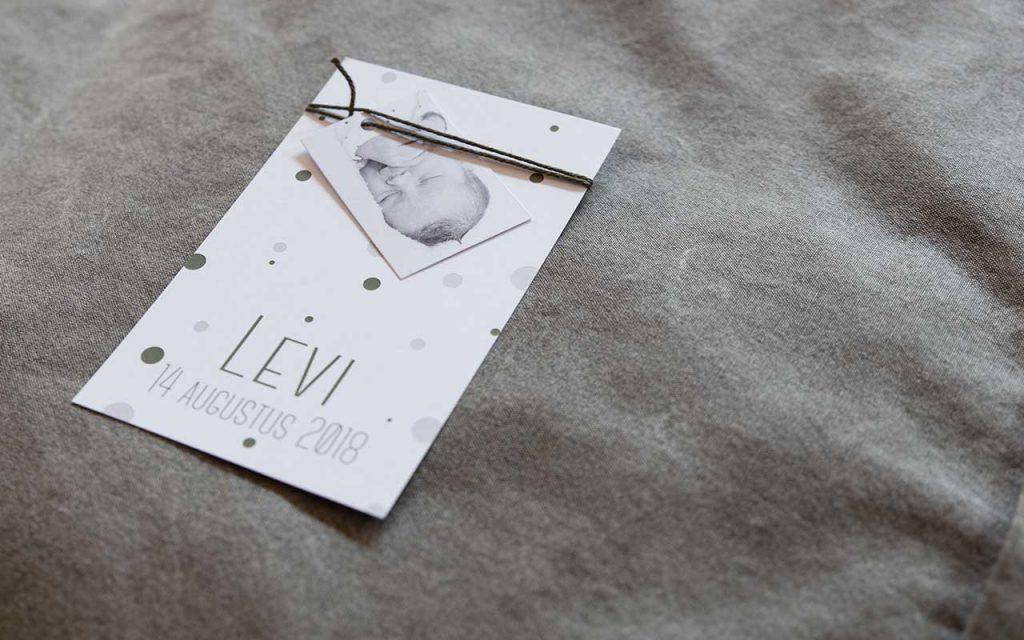 Jongens geboortekaartje met newborn shoot