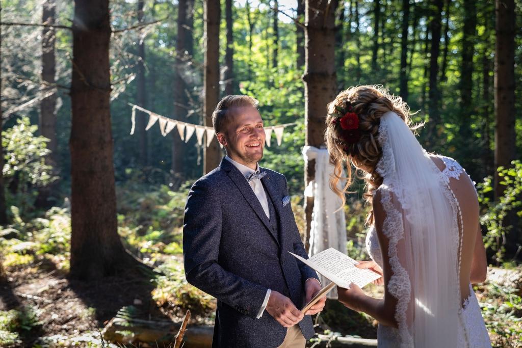 First look trouwen in het bos