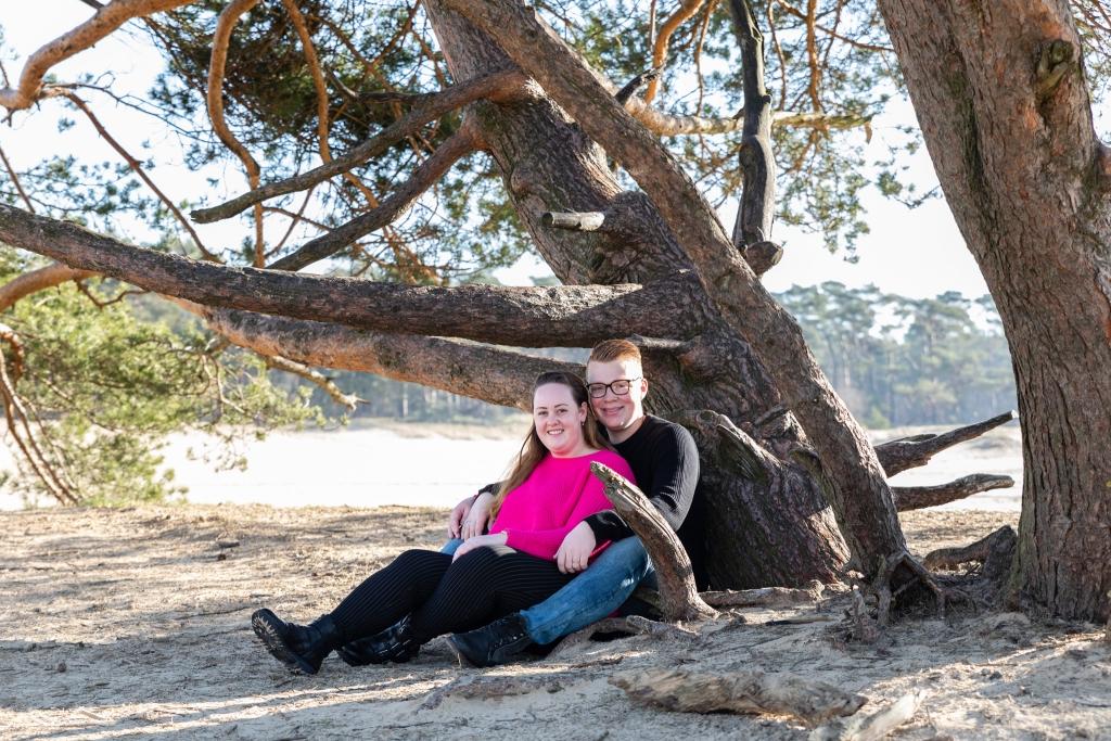 Echte momenten loveshoot trouwen Doornspijk trouwfotograaf 2 fotografen op je bruiloft
